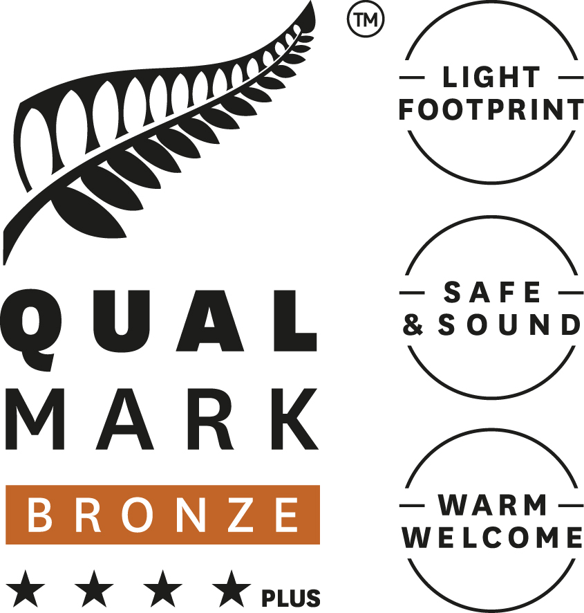 Stacked Qualmark 4 Star Plus Bronze Sustainable Tourism Business Award Logo